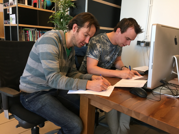Signing contract niels/roderik unc inc