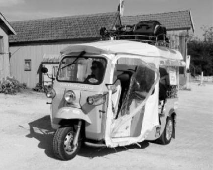 tuktuk-BW2